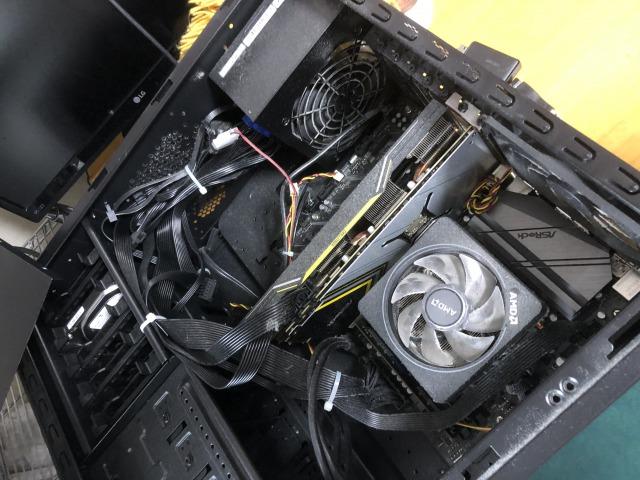初めて見るパソコンの中身